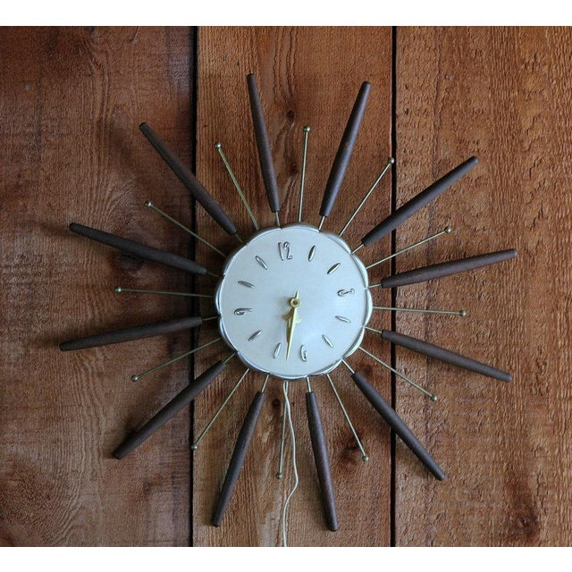 Mid-Century Modern Robertshaw Lux Starburst Clock For Sale - Image 3 of 5