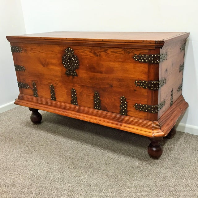 About Rare 17th century oak coffer / Trunk Details IN THE STYLE OF Baroque DATE OF MANUFACTURE circa 1830 PERIOD Mid-19th...