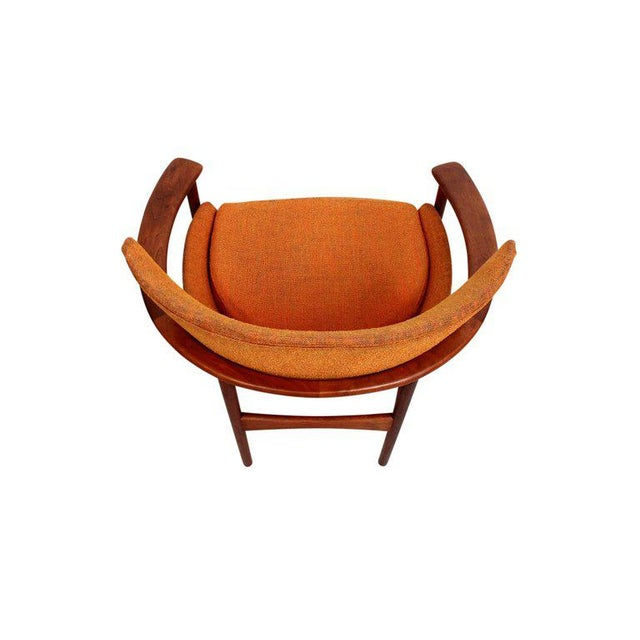 "Wood Pair of ""Horseshoe"" Lounge Chairs by Kofod-Larsen For Sale - Image 7 of 11"