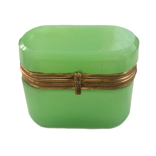 Late 19th Century Antiqee French Green Opaline Miniature Box For Sale - Image 4 of 4