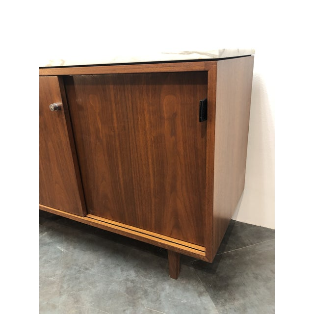 Brown 1960s Mid-Century Modern Florence Knoll Calcutta Marble Top Walnut Credenza Set- 2 Pieces For Sale - Image 8 of 13