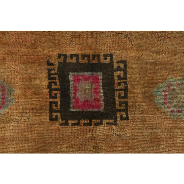 "Textile Vintage Turkish Kilim Rug-4'3'x5'10"" For Sale - Image 7 of 13"