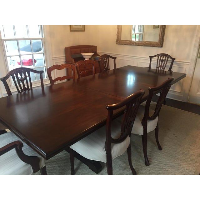 Beautiful expandable solid table. Mahogany finish. Can seat up to 10 people.