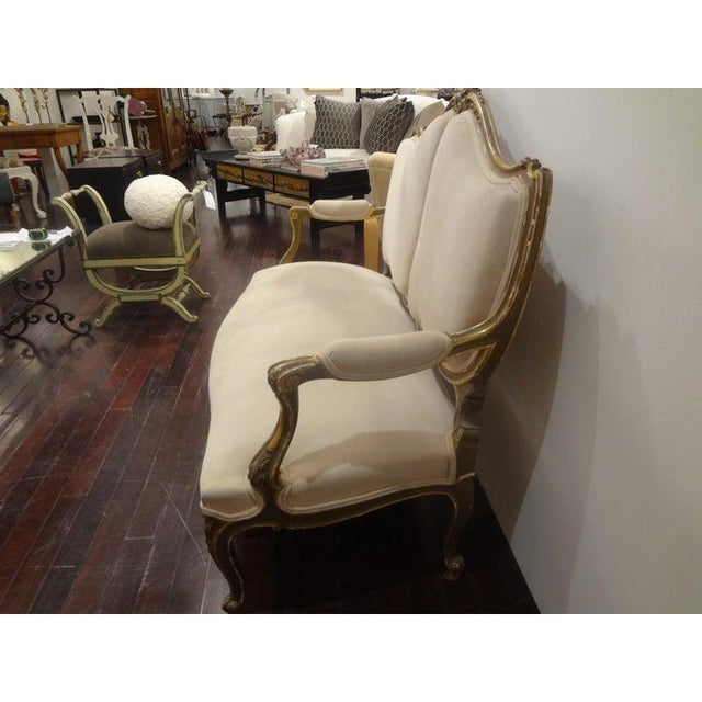 Late 19th Century Italian Louis XV Style Giltwood Loveseat For Sale - Image 4 of 11