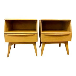 A Pair of Mid Century Heywood Wakefield Nightstands in Wheat 1950's For Sale