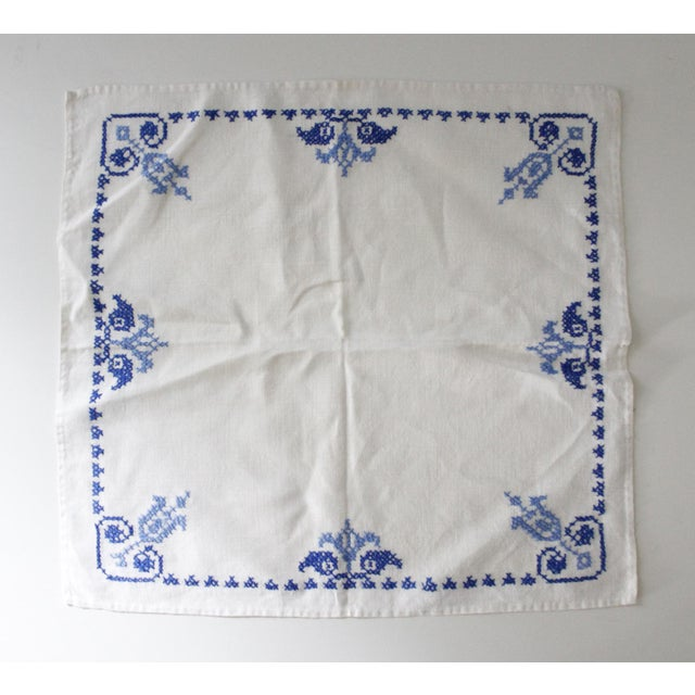 Set of 6 beautiful vintage linen napkins. They feature an embroidered cross stitch pattern in shades of blue against a...