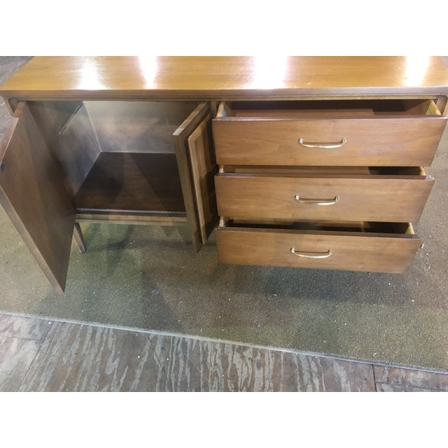 Mid-Century Modern Mid Century Broyhill Premier Credenza Buffet For Sale - Image 3 of 10