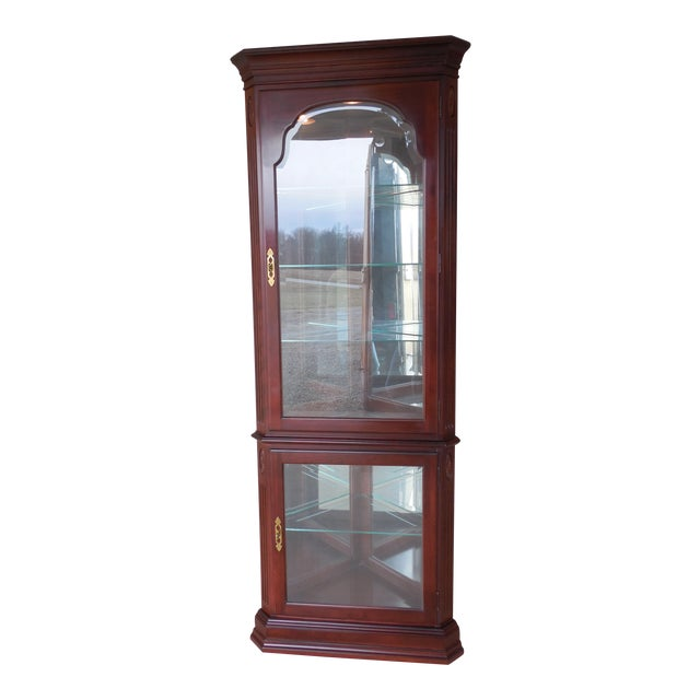 Ethan Allen Georgian Court Curio Lighted Corner Cabinet 11-9018 Finish 205 For Sale
