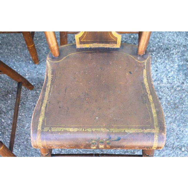 Set of Six Original Painted 19th Century Pennsylvania Plank-Bottom Chairs For Sale In Los Angeles - Image 6 of 9