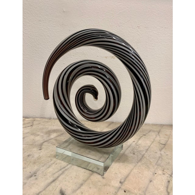 A wonderful Venetian Murano glass spiral sculpture in white and black glass , circa 1970 , handcrafted on the island of...