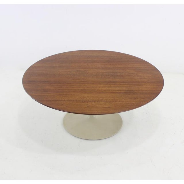Mid-Century modern coffee table designed by Eero Saarinen for Knoll Associates. Richly grained walnut oval top on metal...