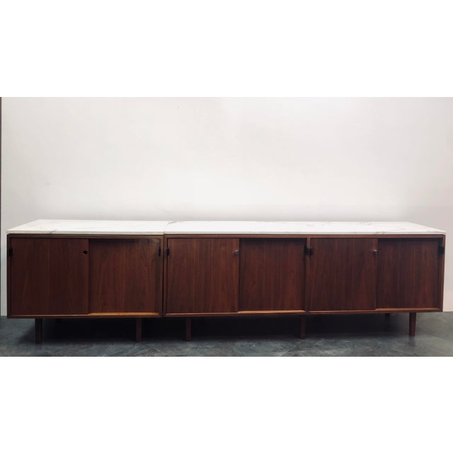 Florence Knoll 1960s Mid-Century Modern Florence Knoll Calcutta Marble Top Walnut Credenza Set- 2 Pieces For Sale - Image 4 of 13