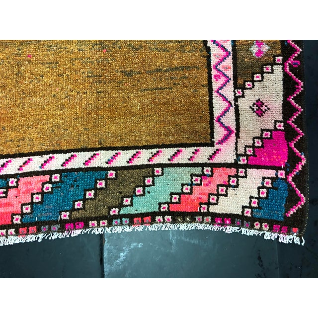 Vintage Turkish Anatolian Pink Geometric Patterned Oushak Area Rug - 4′4″ × 9′10″ For Sale - Image 10 of 11