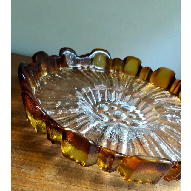 This sumptuous art glass centerpiece server plate was created by Finnish designer Pertti Santalahti for Humppila in the...