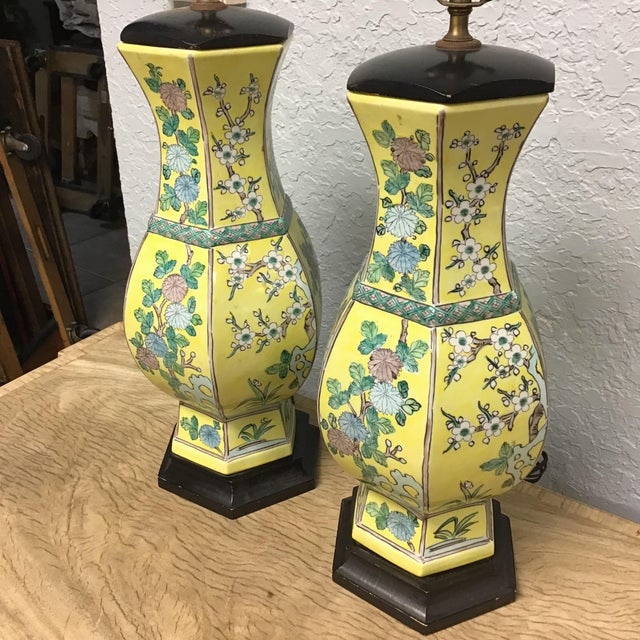 Asian Vintage Pair Chinese Famille Juane Style Lamps For Sale - Image 3 of 9