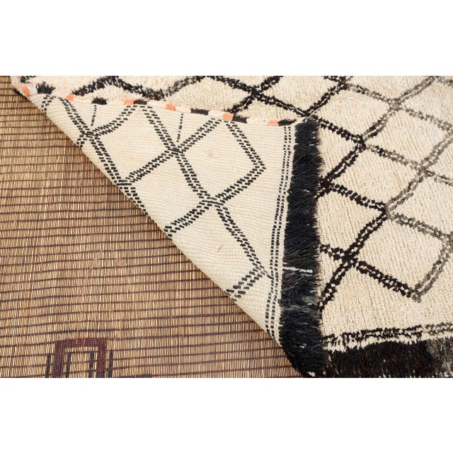Vintage Moroccan Beni Ouarain White Rug For Sale - Image 9 of 10