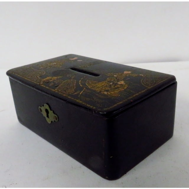 Antique 19th Century English Chinoiserie Decorated Papier-Mâché Box For Sale - Image 4 of 8