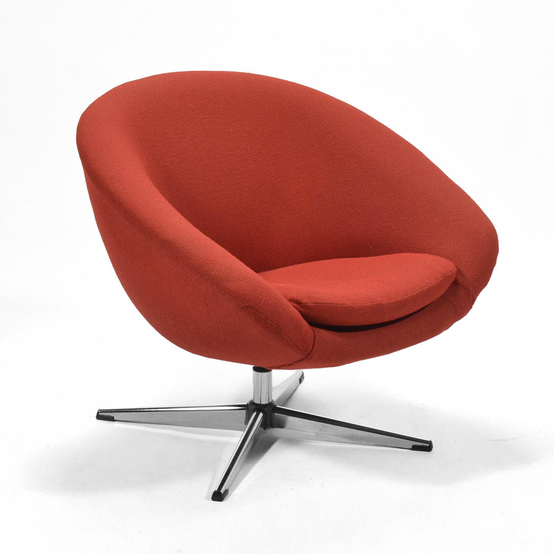 Overman Red Swivel Lounge Chair   Image 2 Of 10