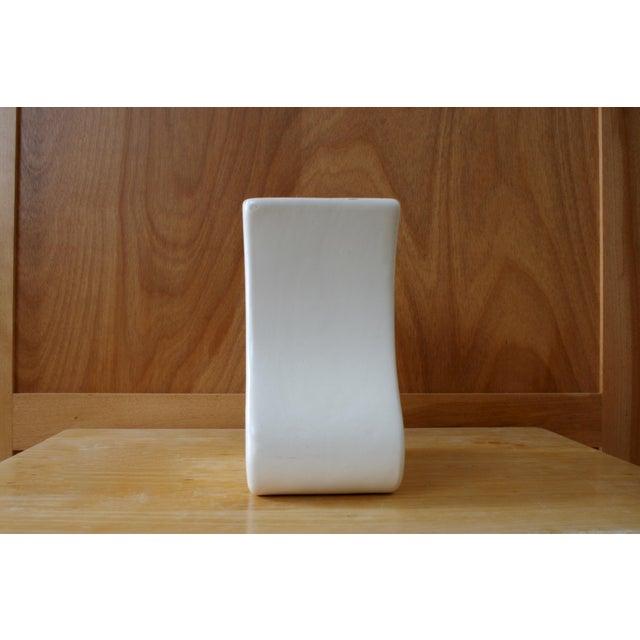 Mid-Century Modern White Haeger Tulip Vase For Sale - Image 3 of 9