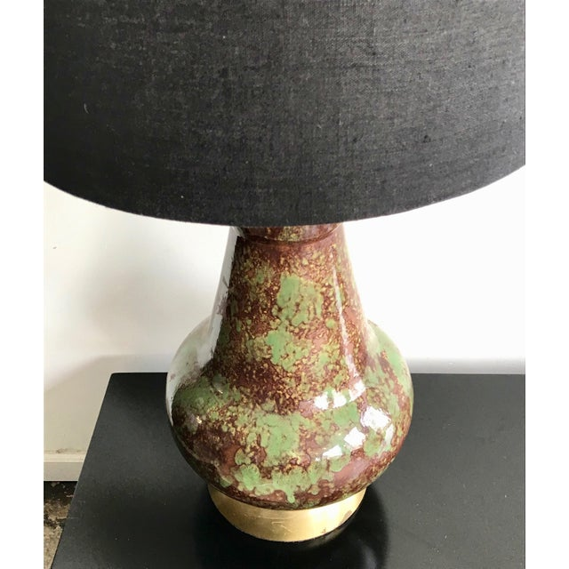 Vintage Mid Century Modern Avocado Green and Brown Ceramic Table Lamp For Sale - Image 4 of 7