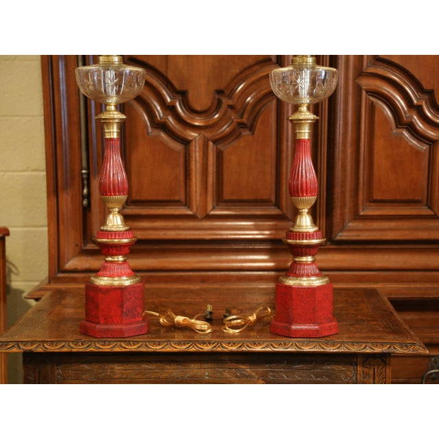 French Pair of French Napoleon III Painted Tole Brass and Cut-Glass Table Oil Lamps For Sale - Image 3 of 7