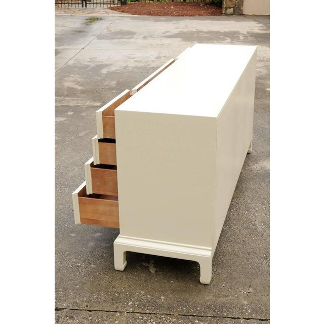 Stylish Restored Ten-Drawer Mahogany Chest by Henredon in Cream Lacquer For Sale In Atlanta - Image 6 of 11