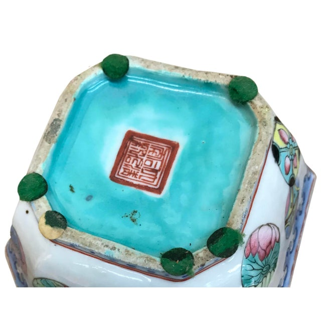 Chinese Mid 20th Century Small Chinese Export Hexagonal Bowl For Sale - Image 3 of 4