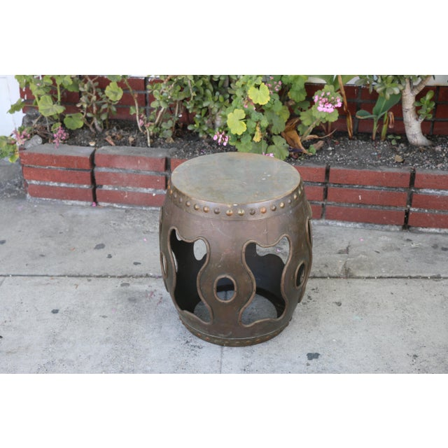 Vintage metal stool in excellent condition. Very cute for indoor or outdoor décor. Detailed carving in good condition..