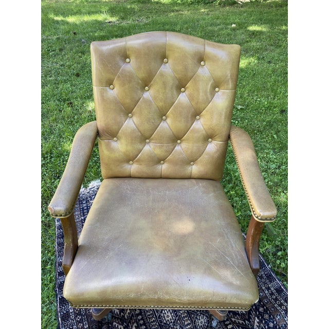 Vintage Executive Tufted Leather Swivel Office Desk Chair For Sale In New York - Image 6 of 13