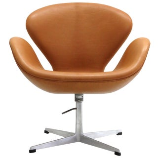 Arne Jacobsen Model 3320 Brown Leather Swan Chair For Sale