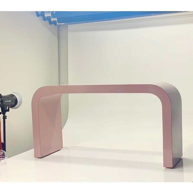 Postmodern 1980s Postmodern Light Mauve Waterfall Console Table For Sale - Image 3 of 8