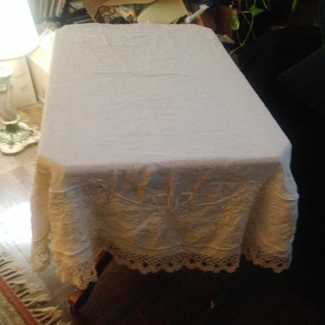 Vintage Embroidered and Crochet Round Tablecloth - Image 9 of 10