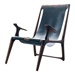 Contemporary Walnut and Black Leather Sling Chair For Sale