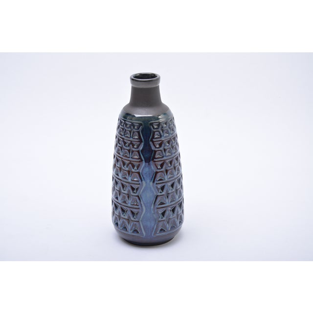 This large vase is made of stoneware and features ceramic glazing in various tones of blue. It was designed by Einar...