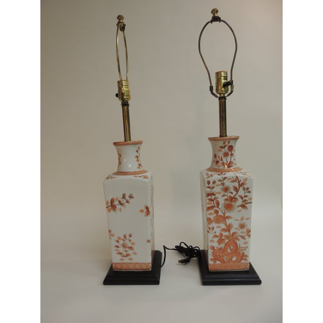 Pair of Vintage Chinese Imari Ceramic Table Lamps For Sale - Image 5 of 7