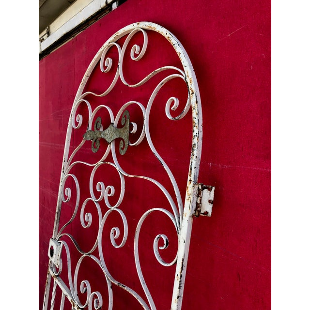 1940s 1940s Shabby Chic Rusty White Arched Wrought Iron Garden Fence For Sale - Image 5 of 11