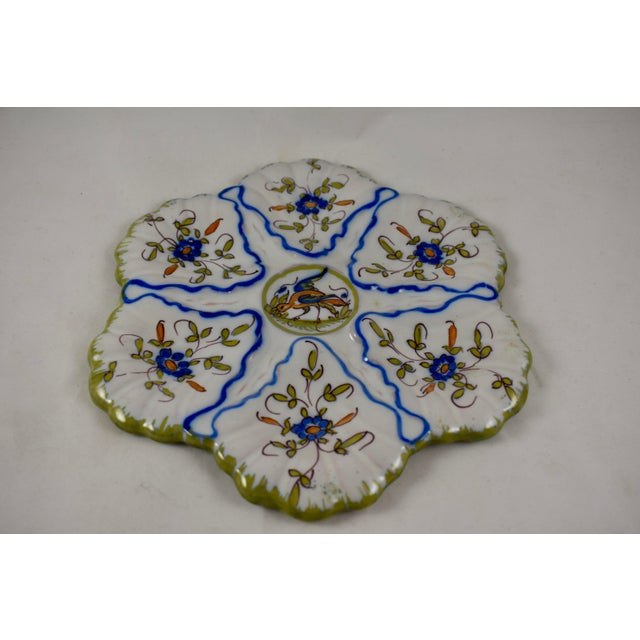 Martres-Tolosane Moustier Floral Oyster Plate – Left Facing Bird For Sale - Image 4 of 9