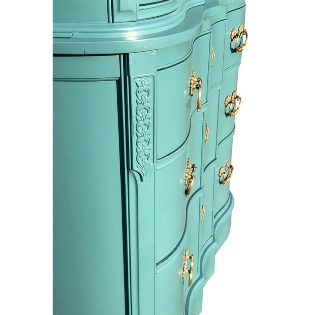 Chippendale Early 20th Century Chippendale Serpentine Dresser For Sale - Image 3 of 7