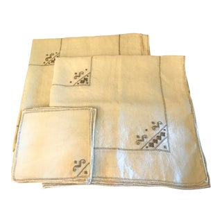 Vintage Tablecloths and Napkins - Set of 12 For Sale