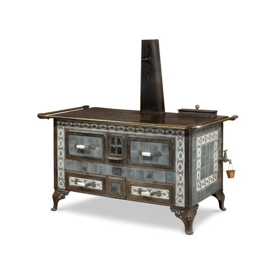 This extremely rare and striking Sougland-Aisne stored heat cooker is a work of outstanding design. This Art Nouveau-...
