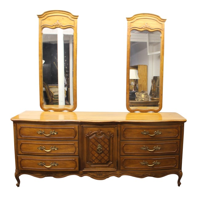 "Thomasville Vintage Thomasville ""French Court"" Dresser With Mirrors For Sale - Image 4 of 4"