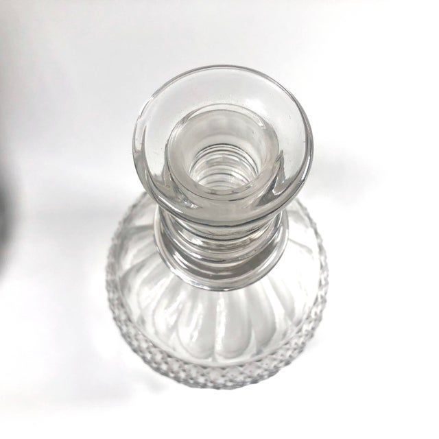 English Late 18th Century Anglo-Irish Georgian Period Cut Crystal Decanters - a Pair For Sale - Image 3 of 6