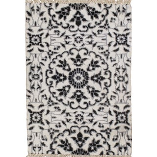 Hand Knotted Modern Silk Rug - 2' X 3' For Sale