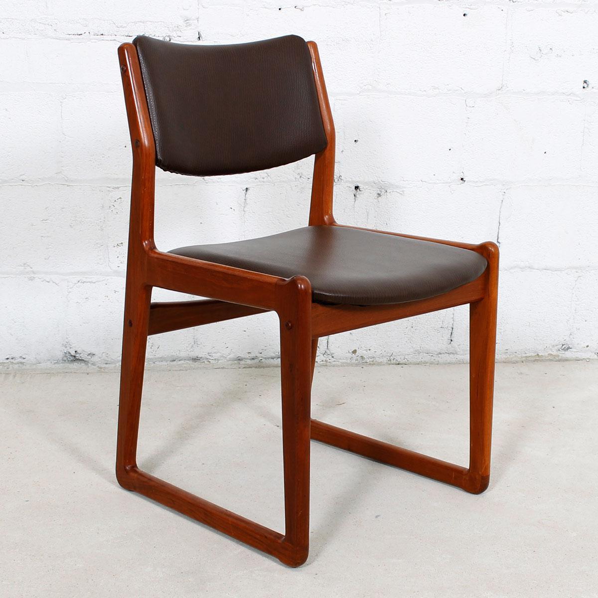 Set Of 4 Danish Teak Sleigh Leg Chairs In Teak With New Upholstery   Image 3