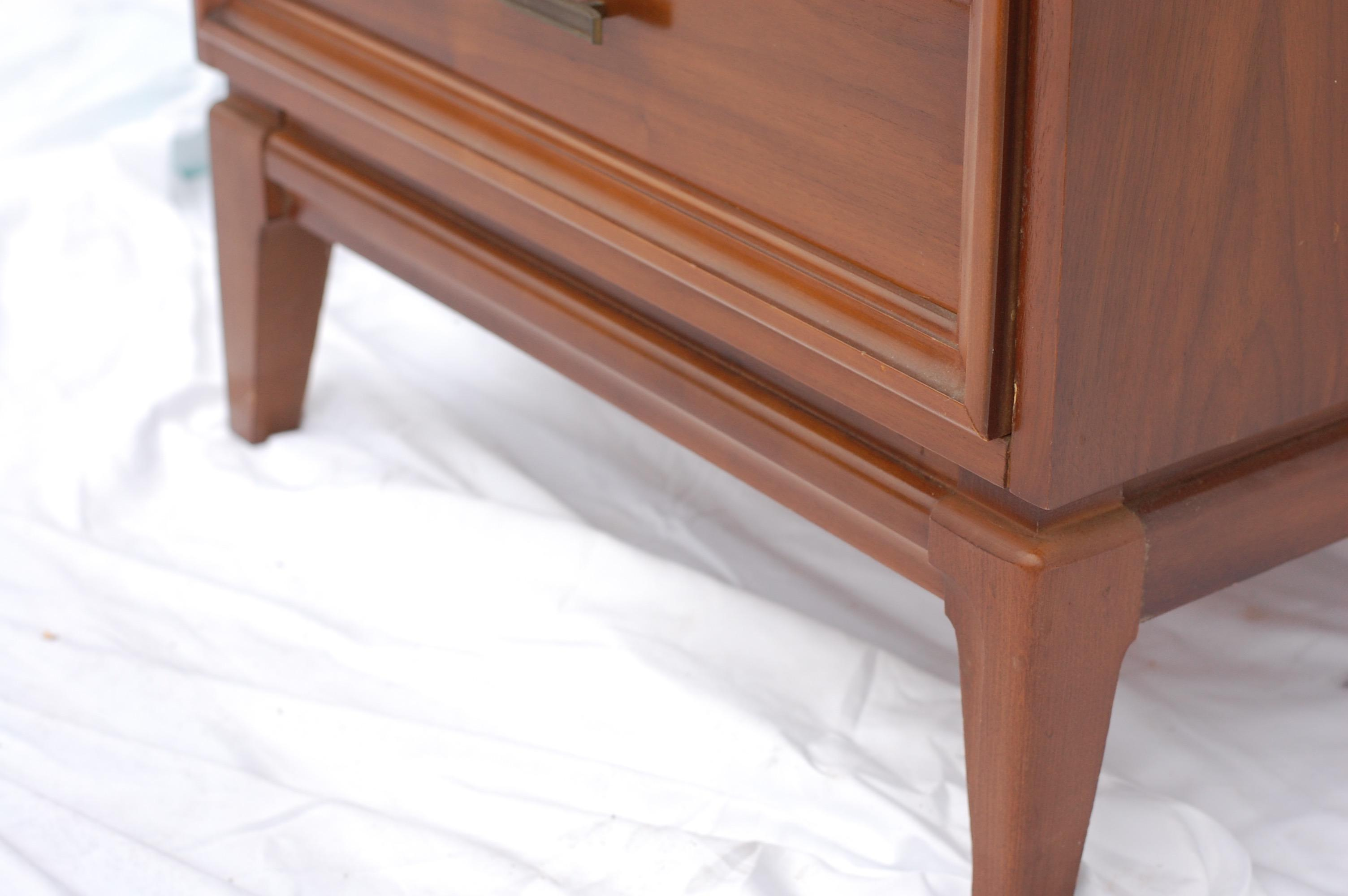 Mid Century Walnut Side Table By Dixie Furniture   Image 5 Of 8