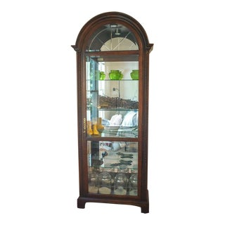 1990s American Classical Howard Miller Curio Cabinet For Sale