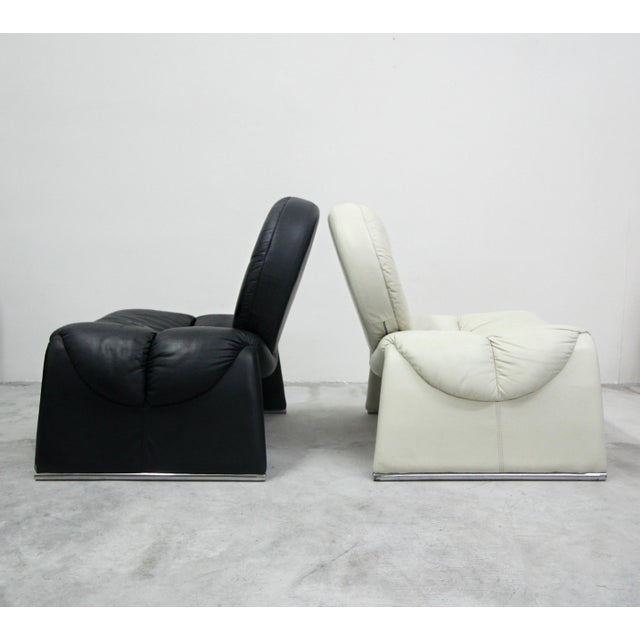 Pair of Black and White Vintage Leather Italian Lounge Chairs For Sale In Las Vegas - Image 6 of 10