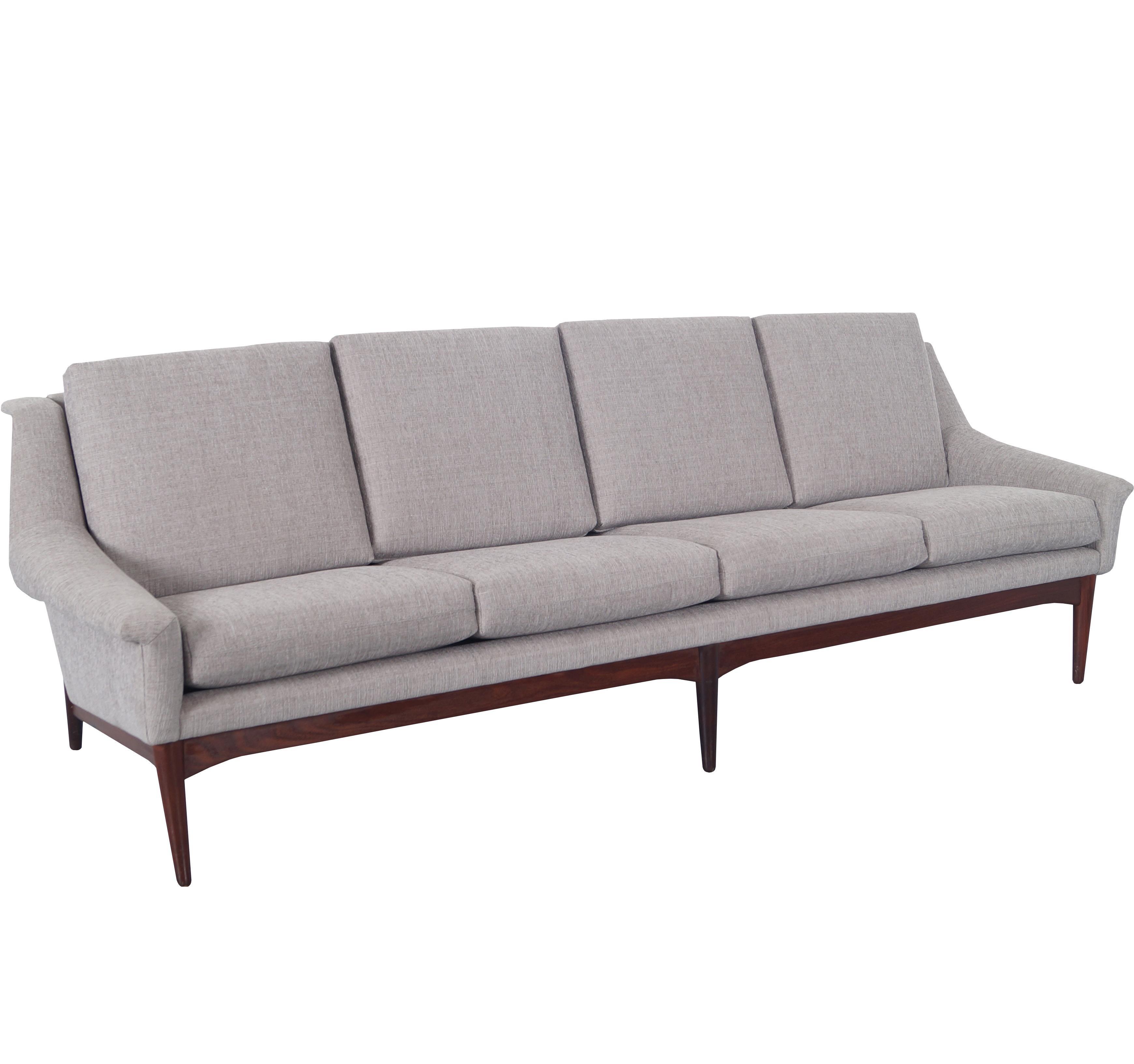 Exceptionnel Danish Modern Teak Sofa