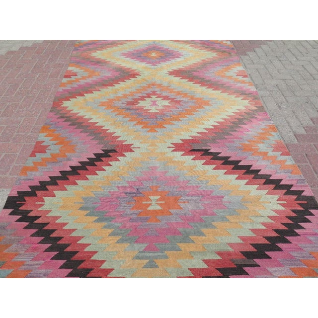 "Vintage Turkish Kilim Rug - 5'9"" X 9'3"" For Sale - Image 4 of 11"