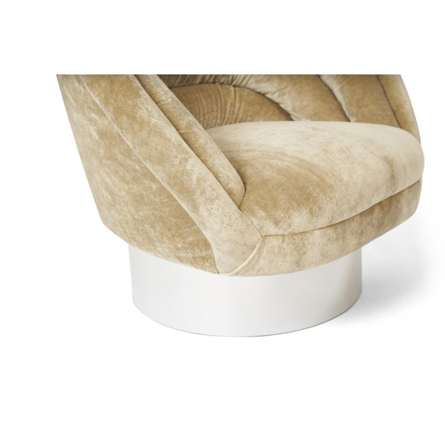 """1960s Vladimir Kagan """"Crescent"""" Swivel Lounge Chairs - a Pair For Sale - Image 5 of 6"""